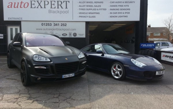 Porsche Cayenne VS Porsche 911 Turbo